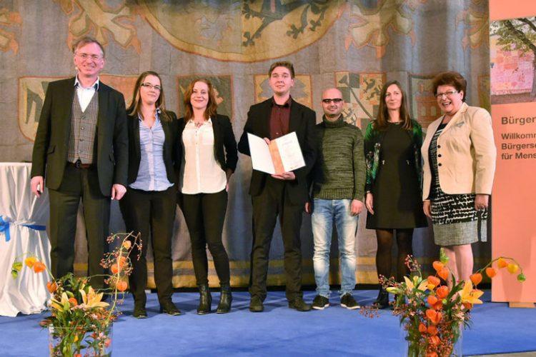 Verleihung des Ehrenamtspreises an tun.starthilfe